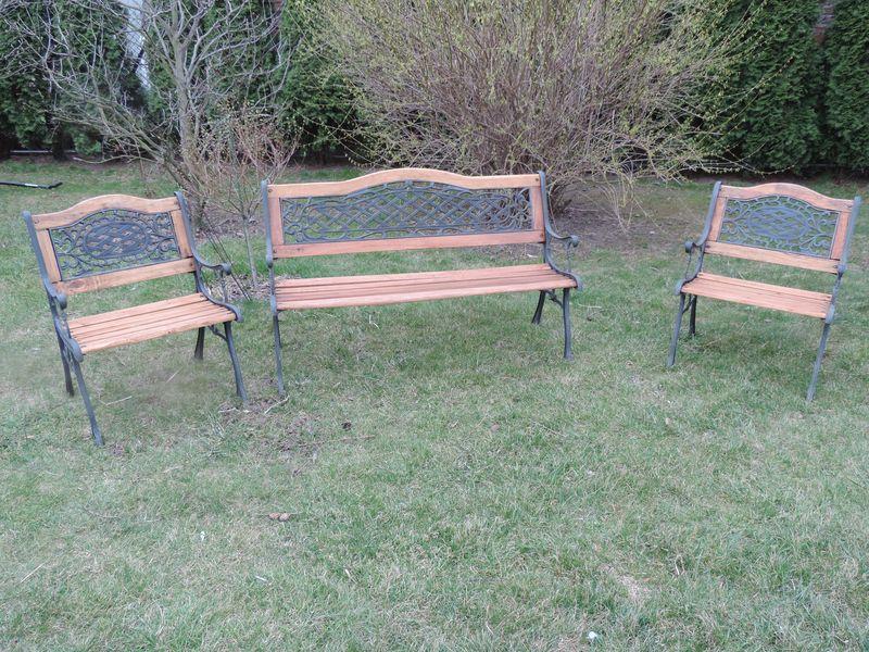 Odnowione ławki ogrodowe