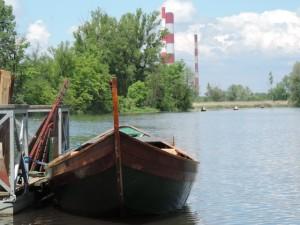 Jezioro Wilanowskie, w tle romantyczne Siekierki