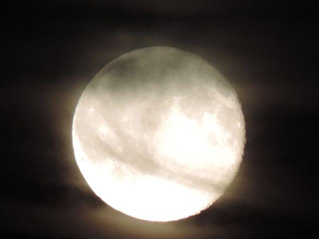 tajemniczy księżyc