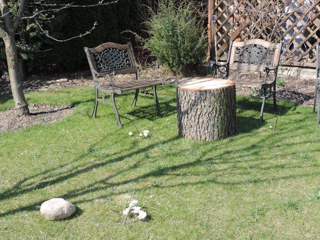 Ławeczki wróciły na swoje miejsce, pojawił się nowy stolik