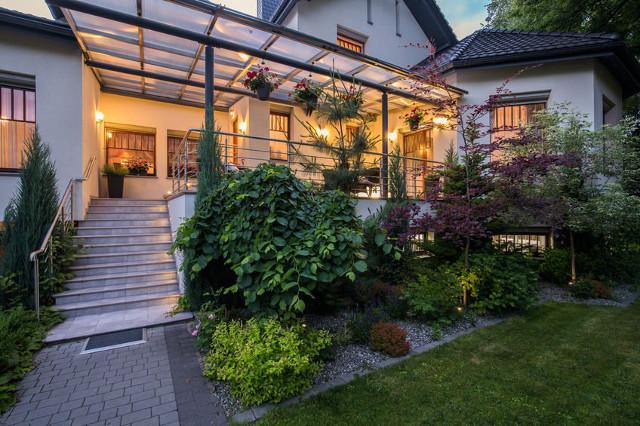 Alternatywy i uzupełnienie roślin na schodach